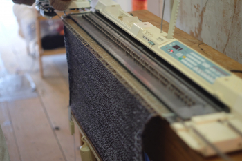 Satellite transmission machine knitting
